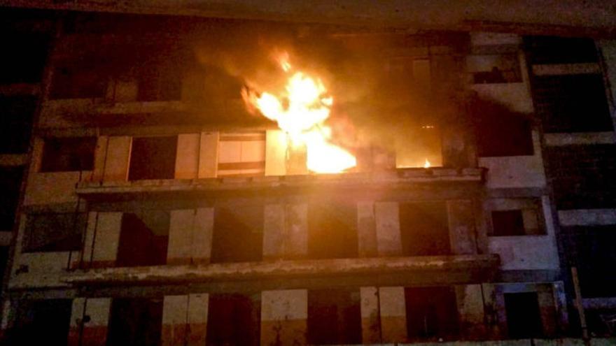 Imagen de la zona afectada por el fuego en el edificio Iders de Puerto de la Cruz