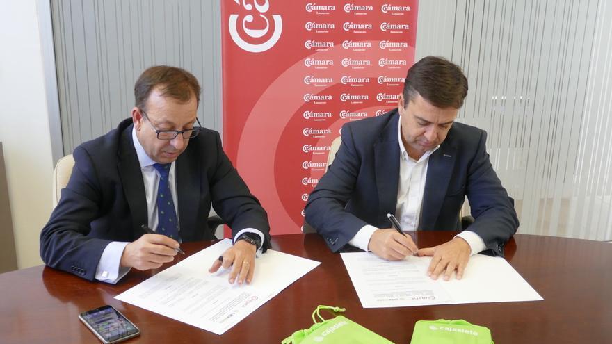 José Torres (derecha) y José Manuel Garrido, en la firma del convenio de colaboración