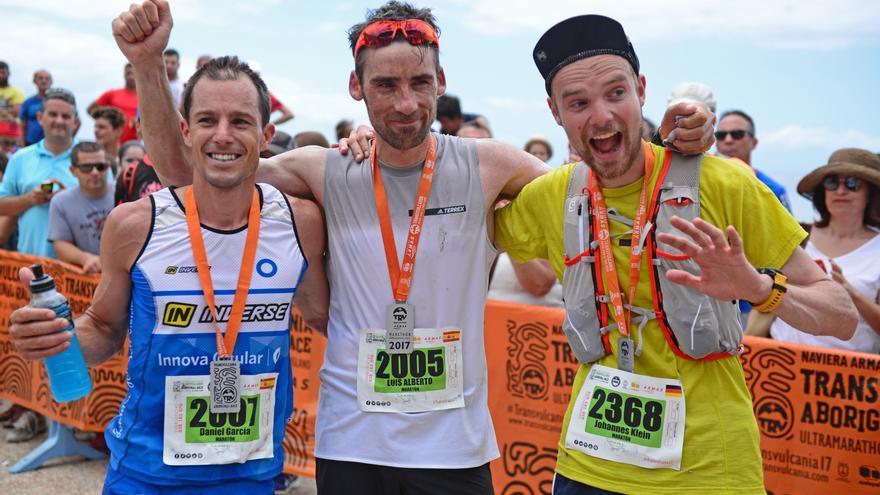Los tres primeros clasificados de la Maratón de Transvulcania.