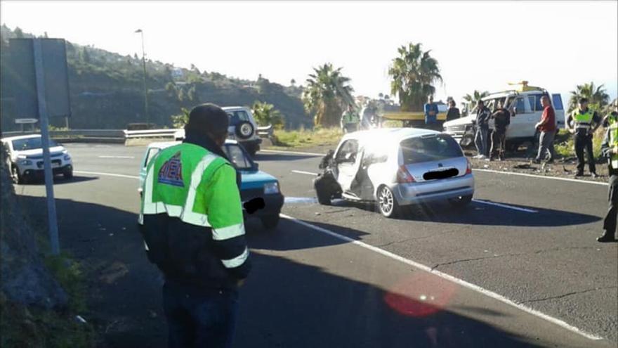 El accidente de tráfico ha tenido lugar en la carretera LP-1, a la altura da la altura del cruce de la Subida del Lomo.