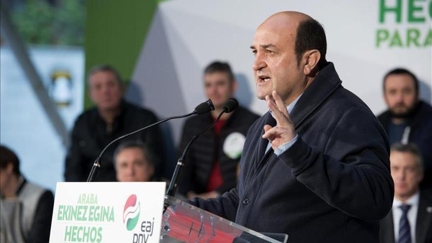 Ortuzar cree ilógico que un acuerdo con el PSE no se extendiera al Parlamento