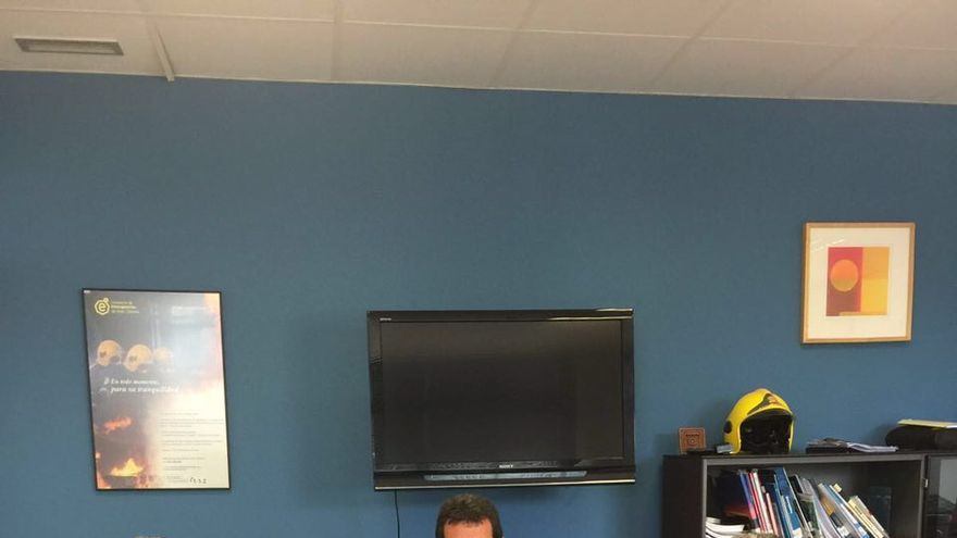 El gerente del Consorcio, Juan Francisco Pérez, se reunió con el decano del Colegio de Psicólogos de las Palmas, Javier Sánchez Eizaguirre, para acordar la contratación de un psicólogo que permita proseguir con el procedimiento.