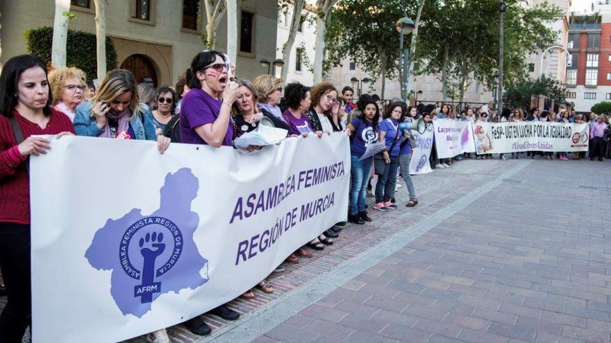 Manifestación feminista para pedir la dotación presupuestaria para el Pacto contra la Violencia de Género / CARLOS TRENOR