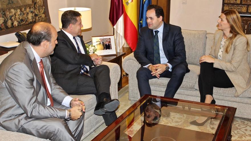 Reunión entre García-Page y Núñez con presencia del vicepresidente primero de la región y la secretaria general del PP