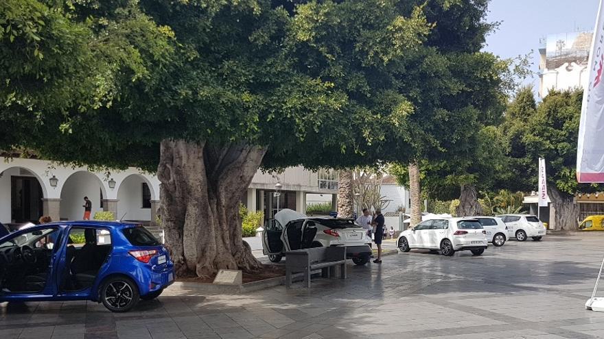 Exposición de vehículos eléctricos en la Plaza de España de Los Llanos de Aridane con motivo de la 'Semana Europea de la Movilidad'.