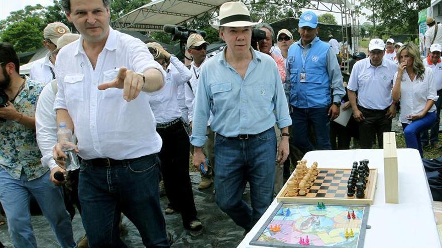 Gobierno colombiano culpa a las FARC de no permitir avances en construcción en zonas de reunión