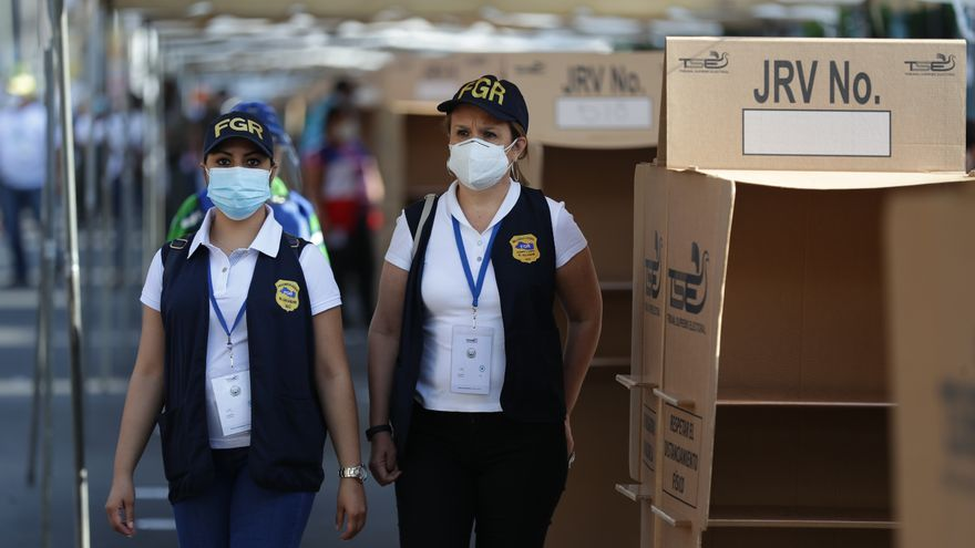 Los centros de votación en El Salvador abren con un retraso generalizado