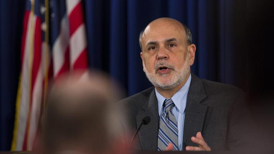 Bernanke cede el cetro de la Fed a Yellen con la volatilidad de los emergentes de fondo