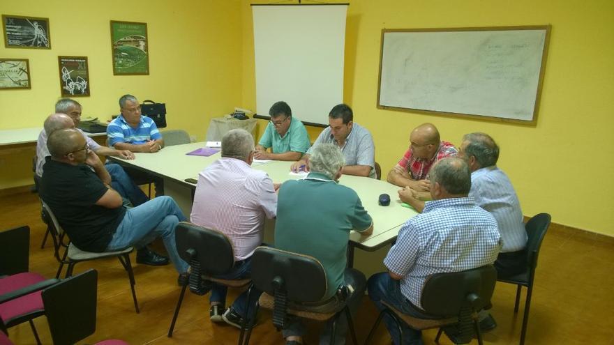 En la imagen, reunión mantenida por el consejero insular de Agricultura con la junta directiva de Aspa.