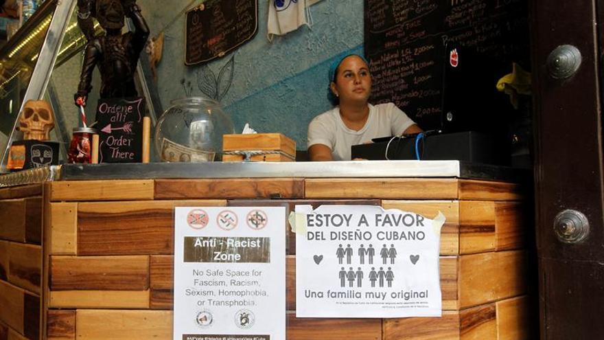 Matrimonio Simbolico A Cuba : Diseño carteles y una boda simbólica para defender el matrimonio