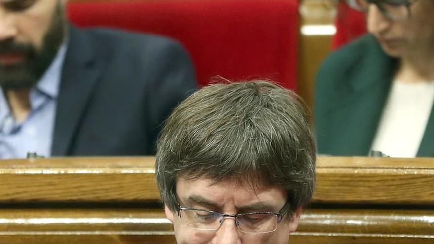 """Puigdemont pide """"no criminalizar"""" a CUP pero le exige esté al lado de Mossos"""