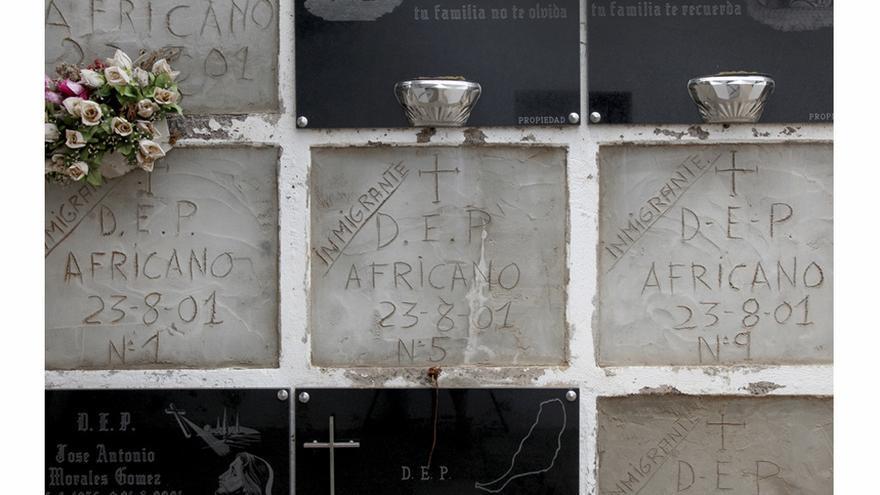 Cementerio de La Oliva. Imagen de los nichos blancos donde entierran a los cuerpos encontrados sin vida en las costas canarias