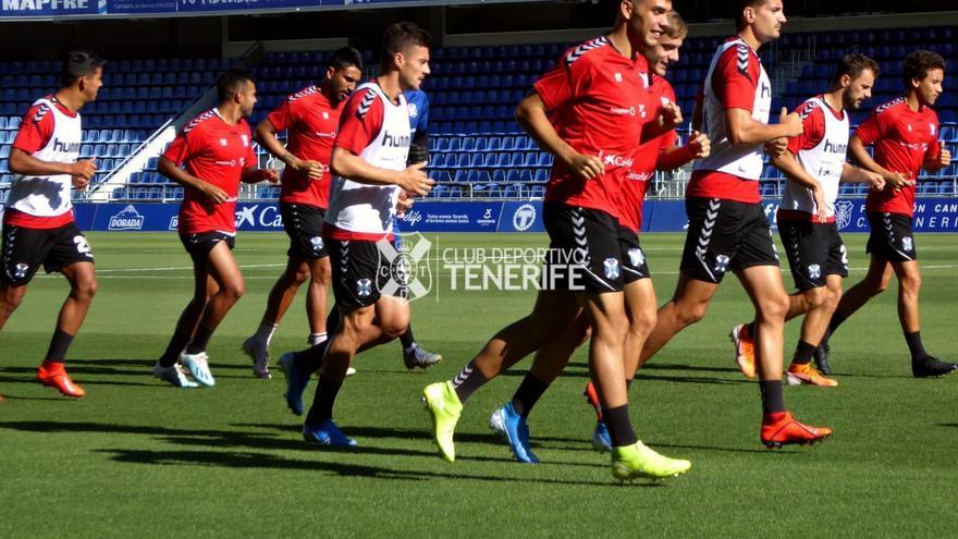 Los jugadores del CD Tenerife, en el entrenamiento previo al duelo frente al Fuenlabrada