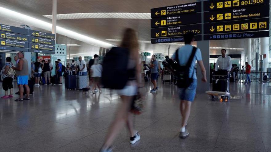 Tras la huelga en Iberia este sábado, mañana toca el turno a Ryanair y Renfe