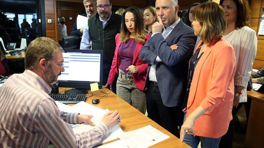 El secretario general del PSC-Psoe, Ángel Víctor Torres, presentó este lunes en la Junta Electoral Autonómica la lista regional del PP al Parlamento de Canarias