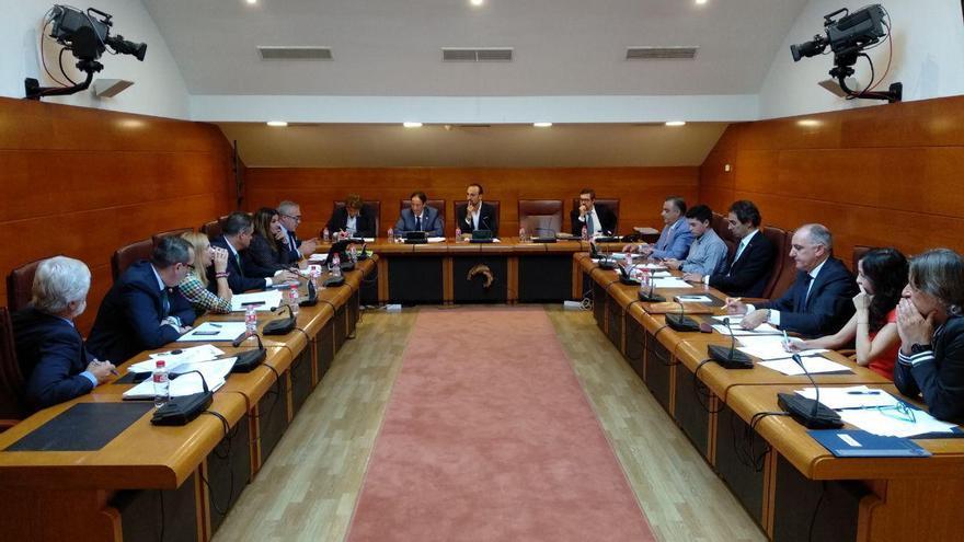 Comisión parlamentaria en la que Gochicoa ha expuesto sus proyectos de legislatura . | R.A.