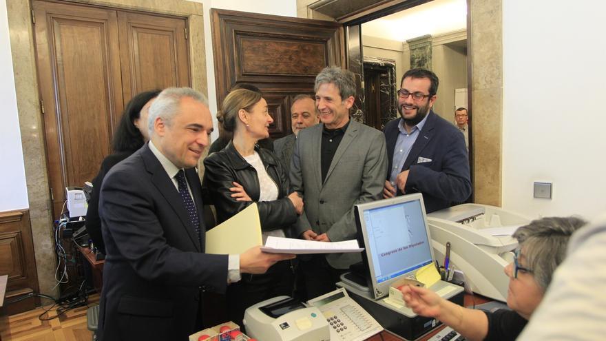"""Simancas (PSOE) dice que el CIS """"cocina a favor del gobierno"""" y que ya se equivocó prediciendo el 'sorpasso'"""