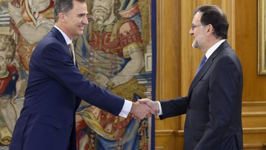 Felipe VI completa su tercera ronda de consultas al reunirse con Rajoy