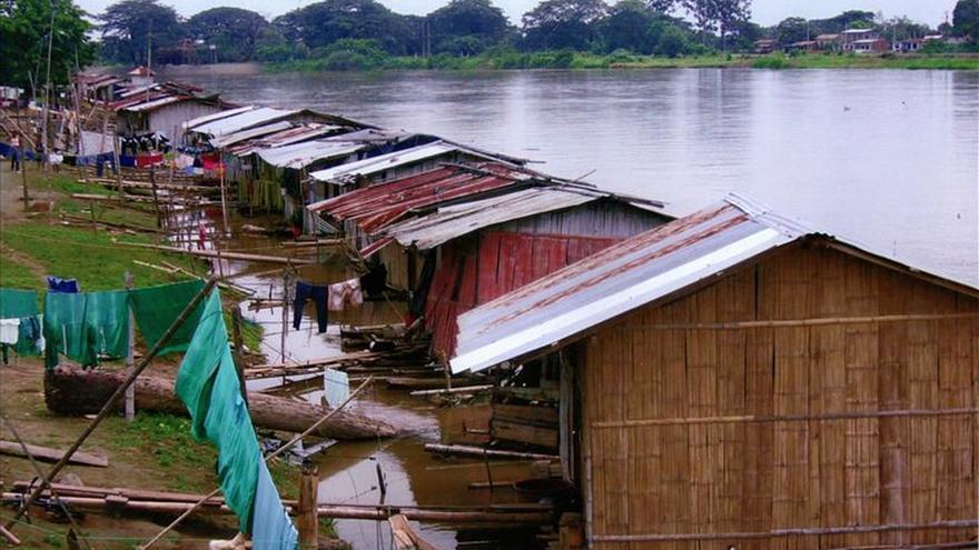 Las últimas casas flotantes de Ecuador, un patrimonio que se resiste a morir