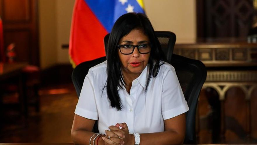 """La vicepresidenta de Venezuela llama a Guaidó a """"reflexión"""" y parar la """"locura"""""""
