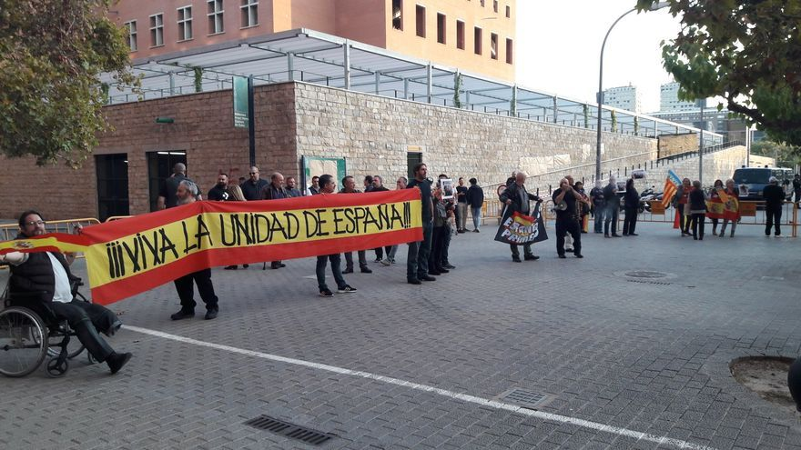 Un grupo de ultras intenta impedir un acto de Joan Tardà en Valencia