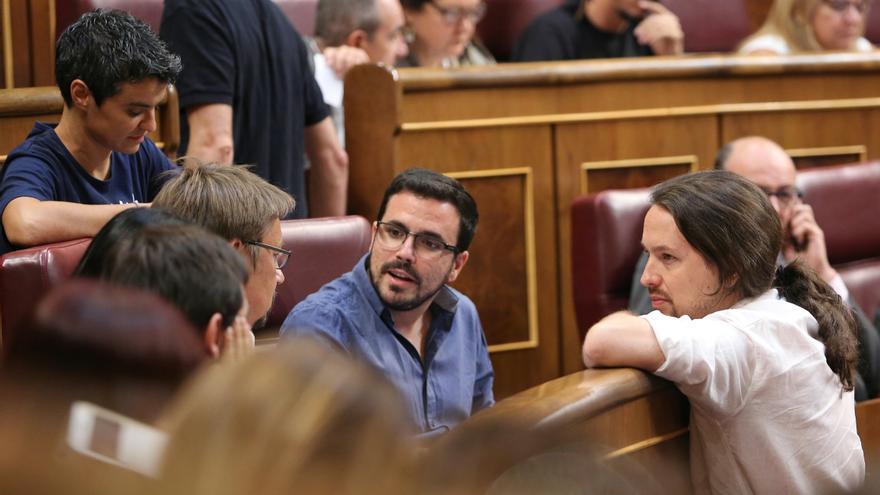 Xavi Domènech, Alberto Garzón y Pablo Iglesias, en la constitución del Congreso.