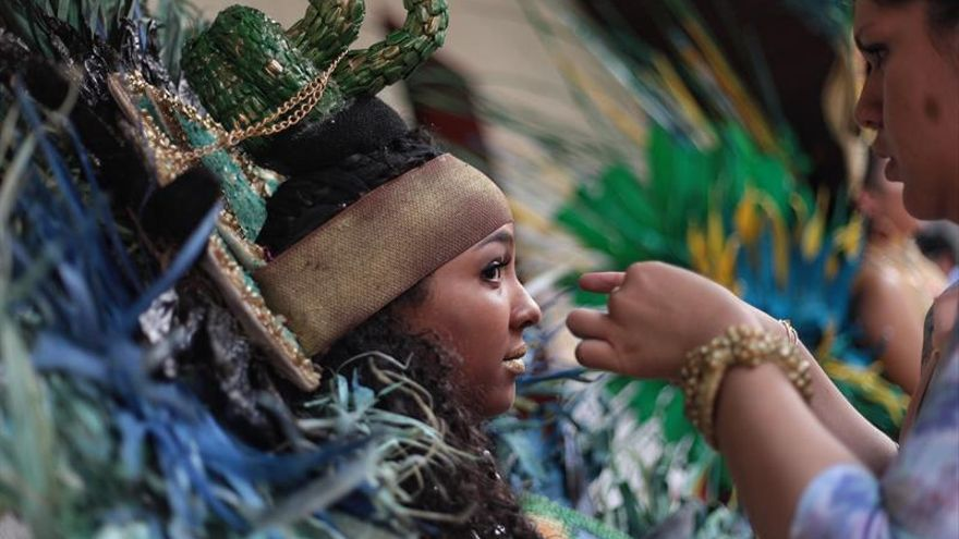 Desfile de modas comestible celebra las fiestas más representativas del mundo