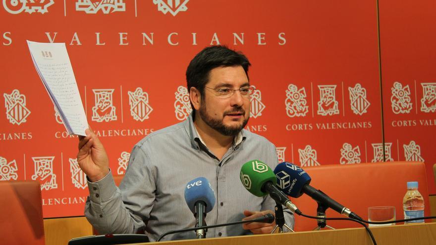 El candidato de Esquerra Unida, Ignacio Blanco, durante una rueda de prensa en Les Corts