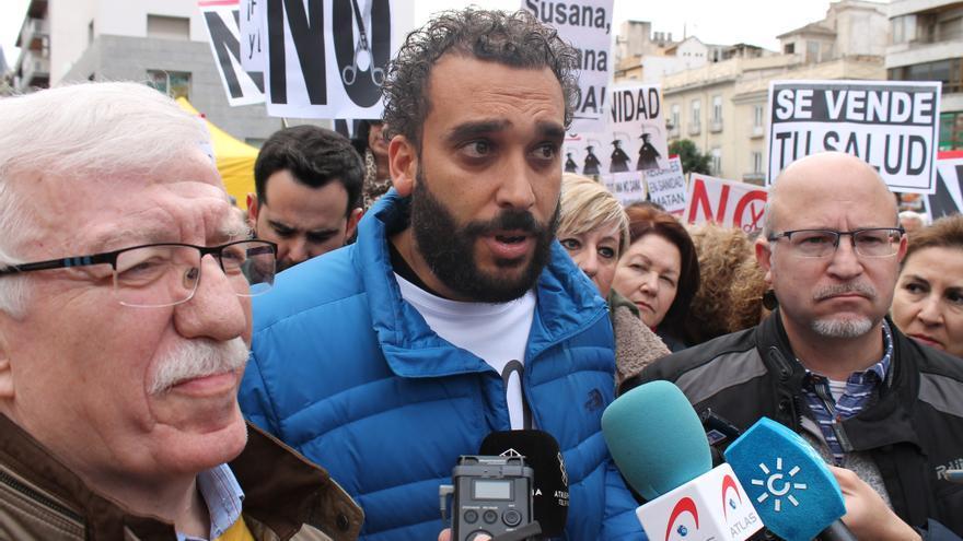 Jesús Candel 'Spiriman' atendiendo a los medios