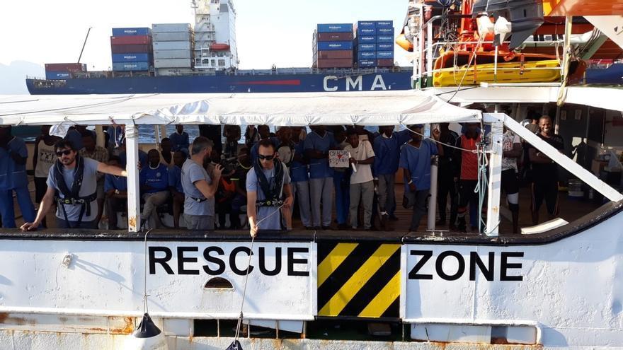Desembarcados los 87 migrantes del 'Open Arms' en el puerto de Algeciras y trasladados al CATE