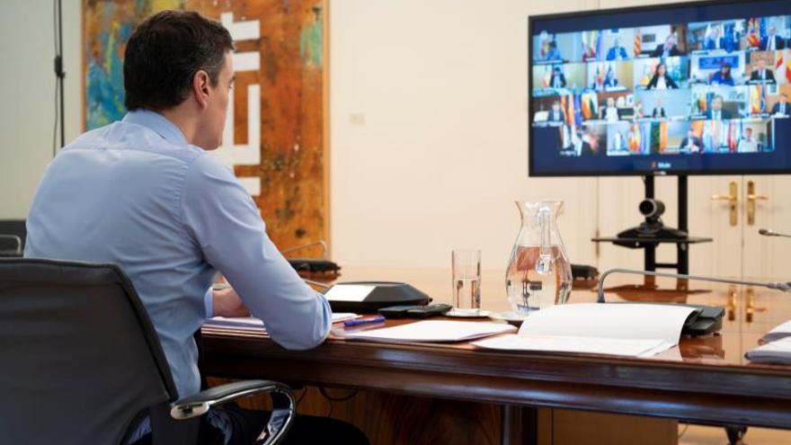 Sánchez se reúne por videoconferencia con los presidentes autonómicos
