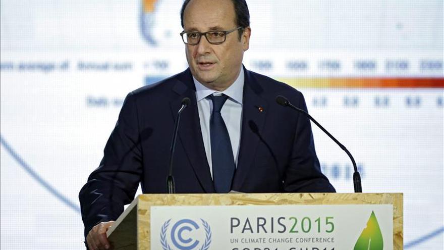 La popularidad de Hollande supera por primera vez a la de Sarkozy