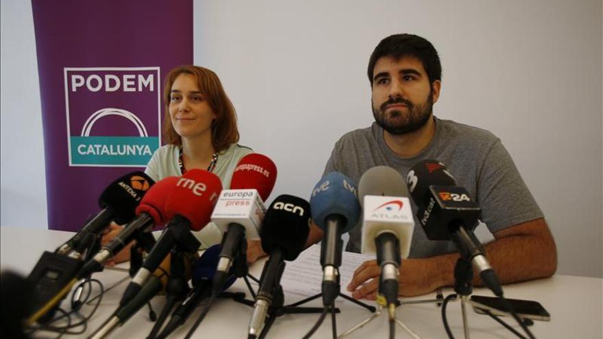 La candidata a las primarias de Podem, Jessica Albiach, junto a Marc Bertomeu