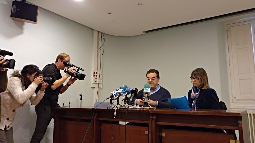 El padre y la madre de la víctima de abusos sexuales del 'caso Gaztelueta' comparecen ante los medios en Haro