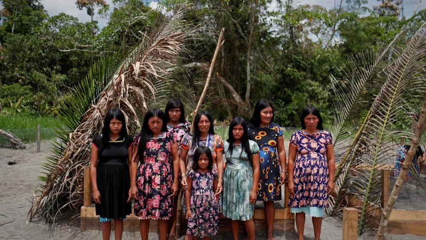 Unas tortugas dan alas a mujeres indígenas abandonadas de la Amazonía peruana