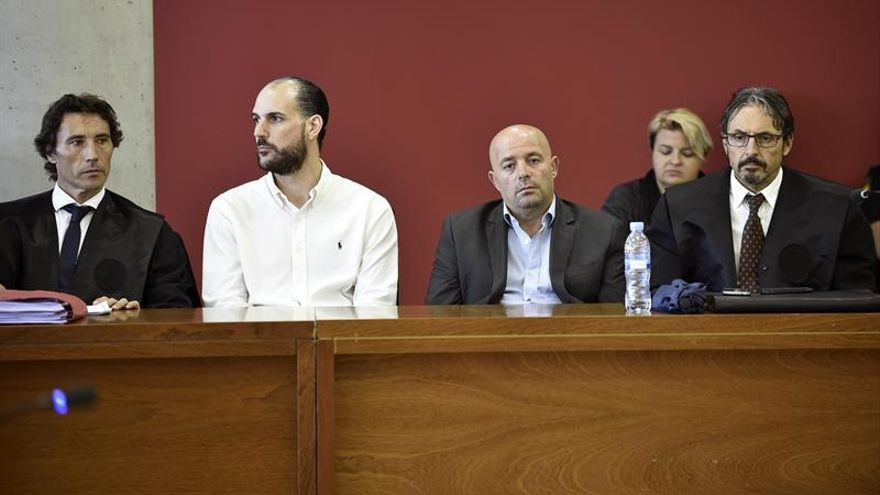 Las acusaciones en el asesinato de los holandeses mantienen su petición de 50 años de cárcel