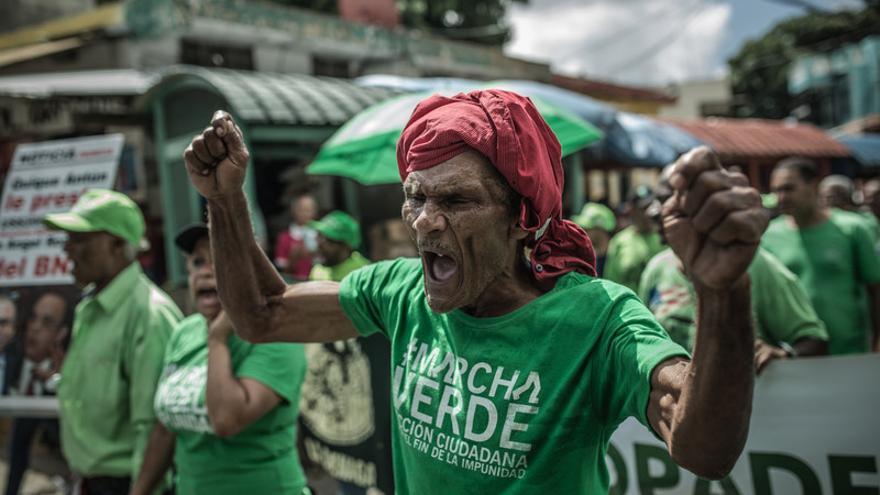 Manifestación en Santo Domingo contra la corrupción y a favor de la inversión por parte del estado en vivienda y servicios sociales públicos.