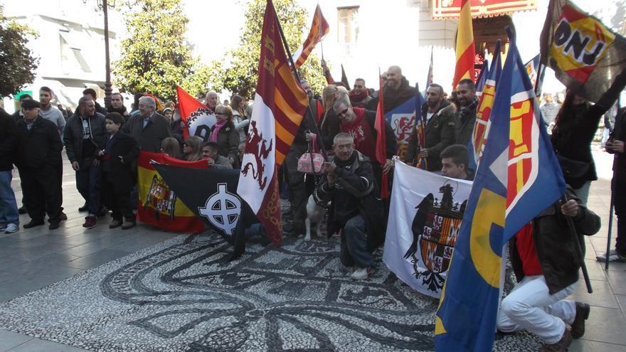 Militantes de extrema derecha tras La Toma en Plaza del Carmen.
