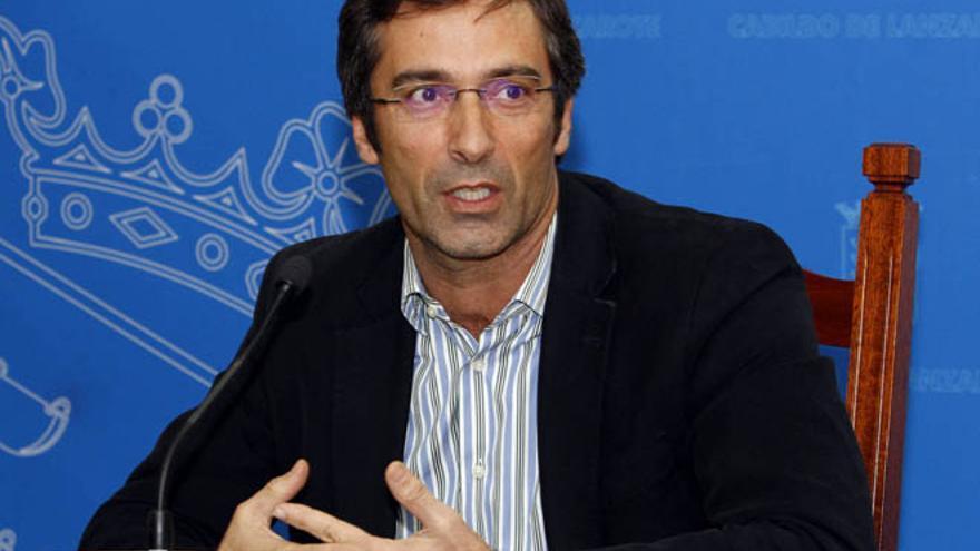 Pedro San Ginés, presidente del Cabildo, este martes en rueda de prensa. (Diario de Lanzarote).