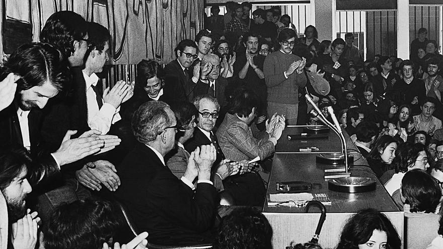 Asamblea de estudiantes en la Autónoma de Madrid, en 1976