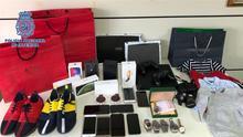 Objetos sustraidos a un padre y un hijo por estafar 130.000 euros a jubilados en Gran Canaria.