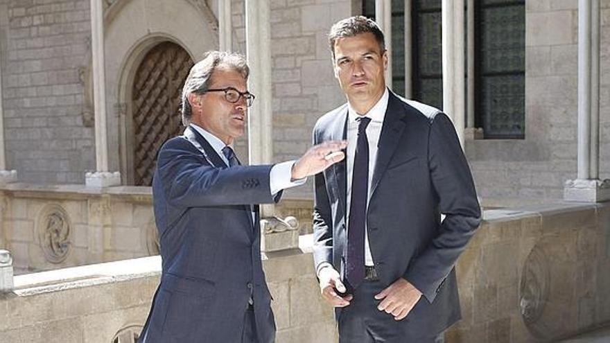 Mas y Sánchez en la visita que el líder del PSOE realizó a Barcelona en septiembre de 2014