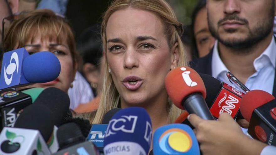 Esposa de Leopoldo López logra visitarlo tras 32 días y denuncias de tortura