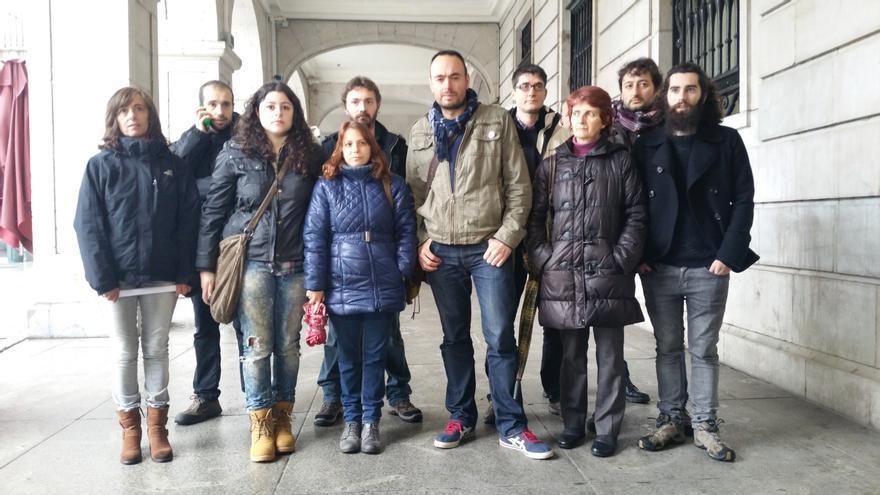 El secretario general de Podemos Cantabria, José Ramón Blanco, ha comparecido junto a varios de los miembros del Consejo Ciudadano.