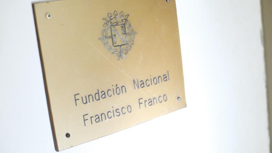 Archivo - Detalle de la placa de entrada en la sede de la Fundación Francisco Franco, sita en la Avenida Concha Espina de Madrid. La policía investiga un posible asalto y el robo de una caja fuerte en la misma.