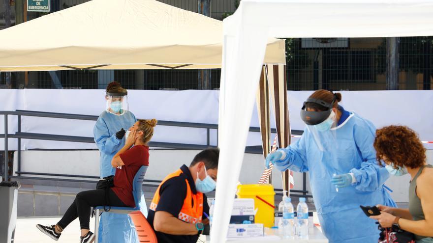 Andalucía registra 3.673 nuevos casos de covid y 55 fallecidos