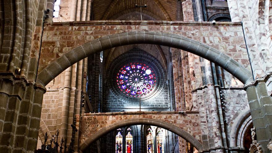 Arcos interiores y Rosetón de la Catedral de Ávila.