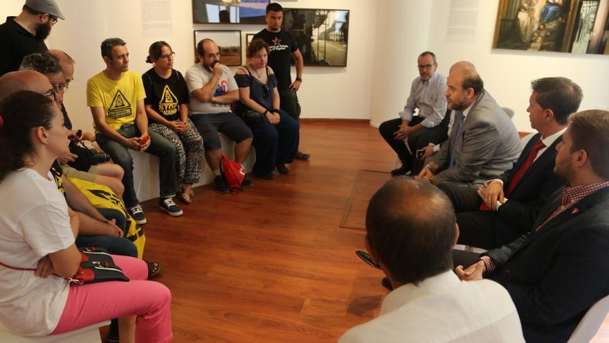 Reunión de la Junta con la Plataforma Antifracking de los Campos de Montiel / JCCM