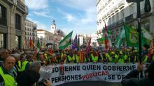 """Miles de jubilados salen a la calle para exigir la subida por ley de las pensiones según el IPC: """"No nos vamos a rendir"""""""