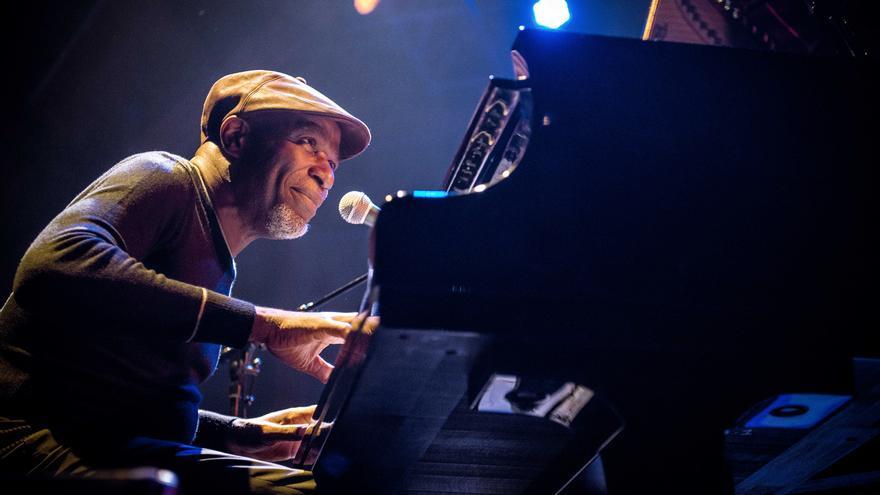 Ray Lema, pianista congoleño que ofrecerá un concierto en Santa Cruz